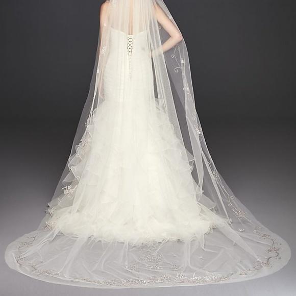 David's Bridal Dresses & Skirts - Veil